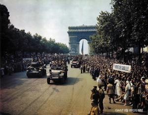 현대 민주주의의 위기-  2차 대전 이후의 민주주의