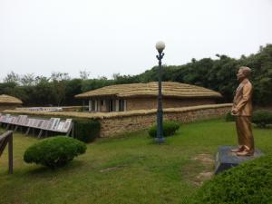 300년 항쟁의 섬에서 인동초가 피어나다 : 김대중을 낳은 땅 하의도
