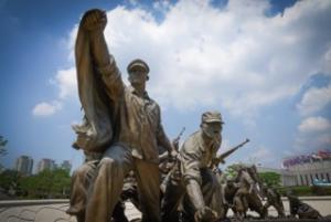 '프랑스 캉 기념관'과 '용산 전쟁기념관'의 간극