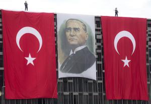 경제성장과 안보에 발목 잡혀 역주행하는 터키 민주주의