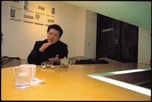 10년 전 그대로 무대와 거리에서 배우 권해효 사진
