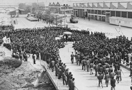 80년대 침체를 뚫고 솟아오른 빛기둥_ 부평 대우자동차 노동자들의 투쟁 사진